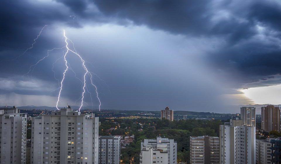 Descarga elétrica em prédios